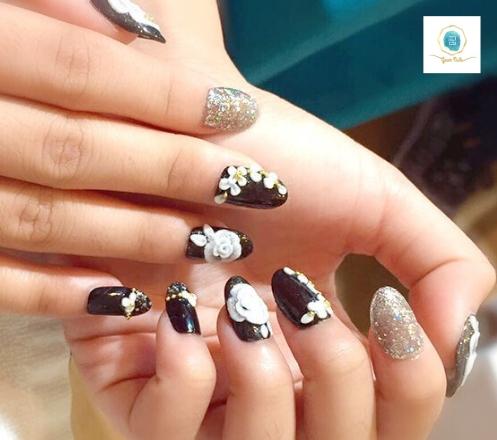 Geum Nails
